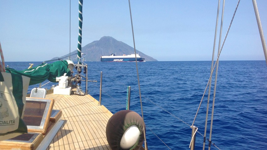 2 poppa-barca-a-vela-arcipelago-toscano