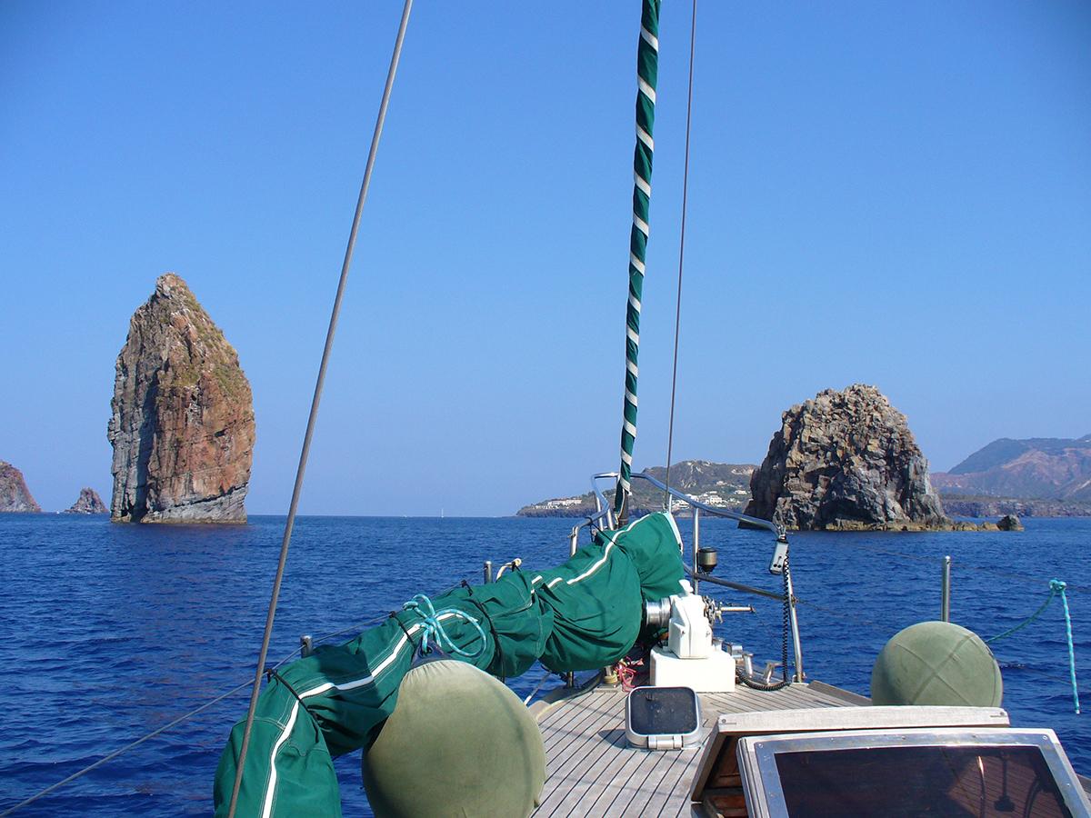 Noleggio barca a vela con skipper per le isole eolie e for Noleggio della cabina del parco cittadino